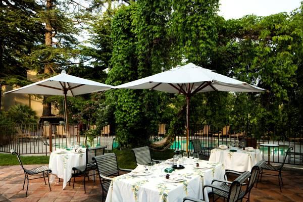 chateau_de_riell_la_terrassa_del_castell_de_riell.jpg