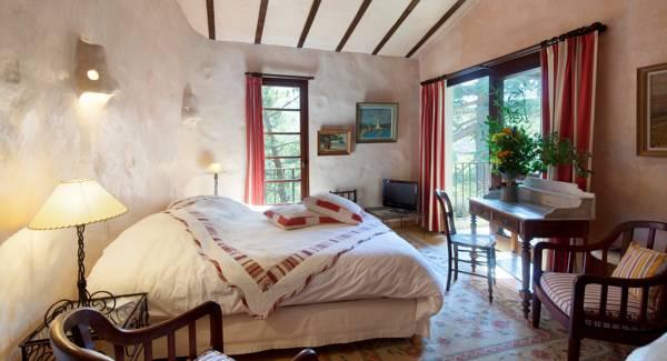 chateau_de_riell_una_habitacio_del_castell.jpg