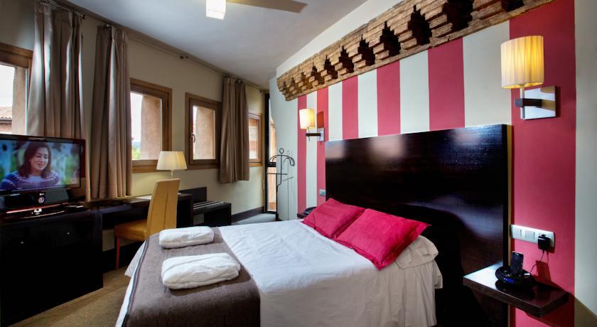 hotel_monasterio_benedictino_interior_d_una_habitacio.jpg