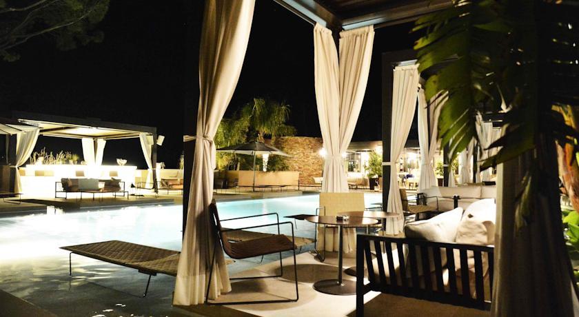 muse_saint_tropez_-_ramatuelle_vista_nocturna_de_la_piscina_de_l_hotel.jpg