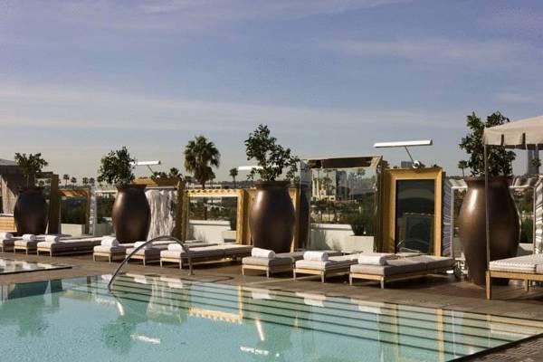 sls_hotel_at_beverly_hills_la_piscina_al_terrat.jpg